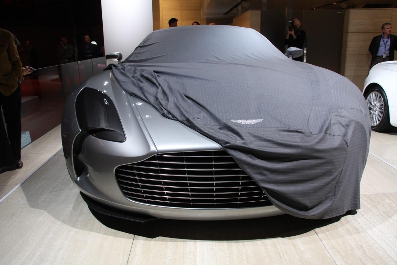 Paris Auto Show partially